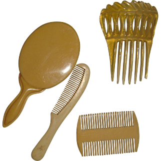 Super set of combs and mirror for FF doll