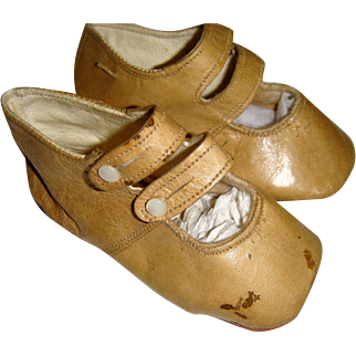 Pair soft leather shoes cream shoes for large doll