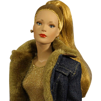 Robert Tonner Fashion Doll - RTW 'Luxury'  - MIB  - Dressed in 'Soho Blues' outfit