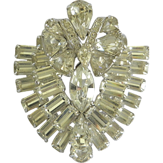 Wonderful Vintage EISENBERG Rhinestone Bejeweled Shield-Shaped Brooch Pin
