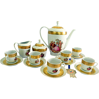 Beautiful 17 Piece French T. LIMOGES VIZAVI 24kts Gold Decoration Demitasse Set