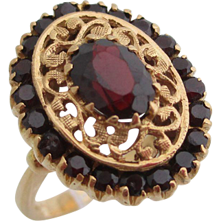 14kt Ladies Victorian garnet ring