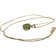Ladies vintage 14kt peridot necklace pendant.