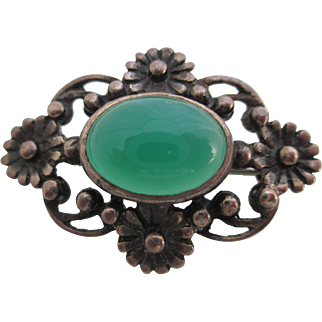Ladies Victorian sterling and chrysoprase pin/brooch.