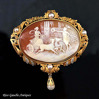 18kt Gold cameo pendant/brooch with peals and small diamond, early 20th century