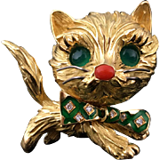 French 18k gold 3D cat figural brooch, eyes & diamond