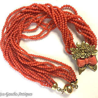 18kt gold 32g Natural red coral necklace with a coral node framed with flowers & a clasp of ball