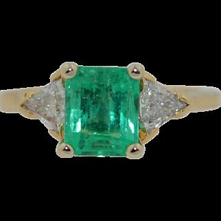 14K Fabulous Emerald and Trillion Cut Diamond Ring