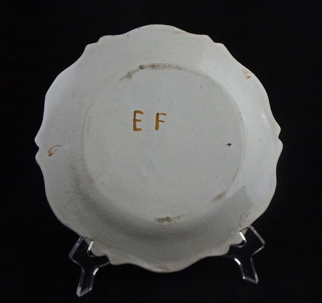 Moustiers faience plate signed ef grotesque decor c for Decoration faience