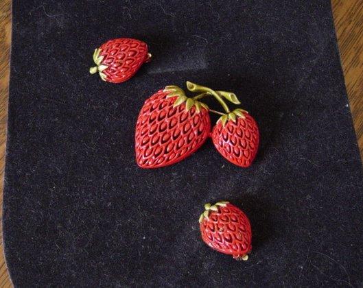 Vintage Enamel Open Lace Double Strawberries Brooch And Earrings