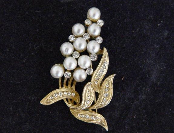 Vintage Pakula Pearls And Rhinestone Brooch
