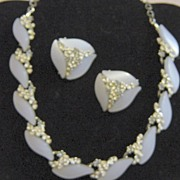 Unsigned Beauty S Shaped Plastic Sweeping Stones Necklace And Earrings