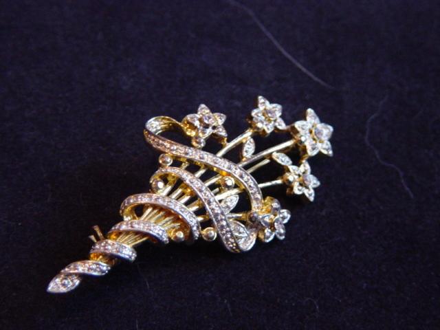 GE Wlind Swirled And Stemed Flower Brooch.