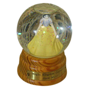 Darling vintage Snow White globe