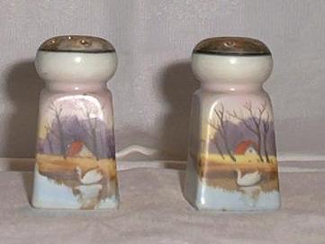 Swan Decorated Salt And Pepper Shakers