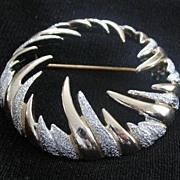 Sarah Coventry Round Flame Style Pin