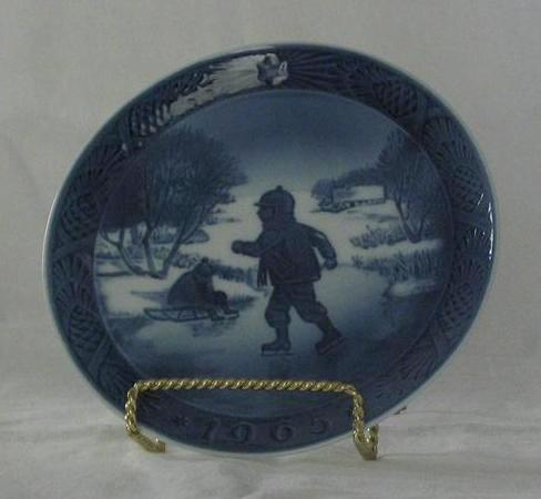 "Royal Copenhagen 1965 ""Little Skaters"" Christmas Plate"