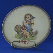 M. I. Hummel Annual Christmas Plate For 1987