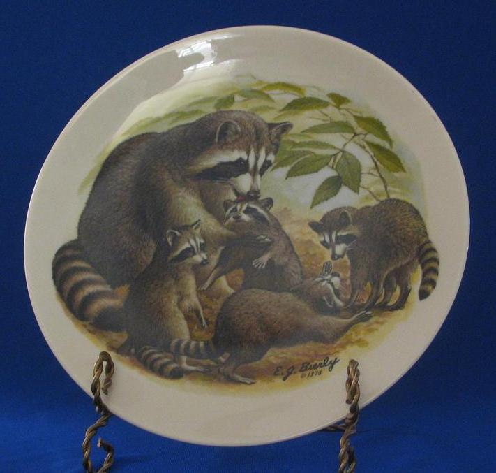 "Halbert's Inc.1978 ""Raccoon Family"" Mothers Day Plate"
