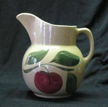 Watt #16 Three Leaf Apple Pitcher