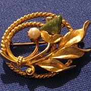 Sarah Coventry Gold Tone Faux Jade And Pearl Brooch