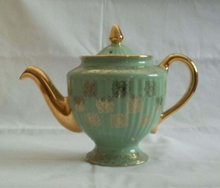 Hall Los Angeles Shape Six Cup Teapot From
