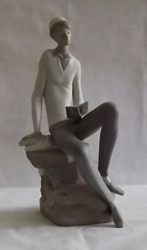"Lladro Retired Figurine Titled ""Hebrew Student"""