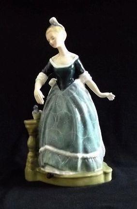 "Royal Doulton Figurine ""Clarinda"" HN2724"