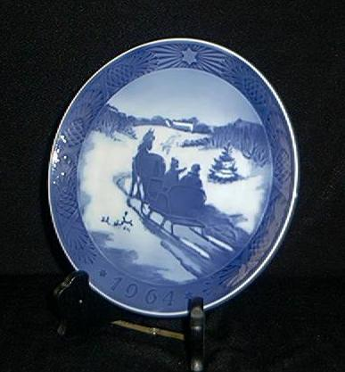 Royal Copenhagen 1964 Christmas Plate