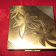 Zell Fifth Avenue Square Brass Compact