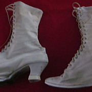 Victorian Ladies Beige Canvas 16 Eyelet High Top Shoes