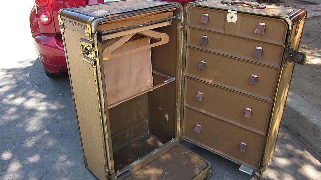 wheary wardrola 1930s wardrobe trunk aislinne antiques ruby lane - Wardrobe Trunk