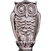 Artistic owl stopper for decanter