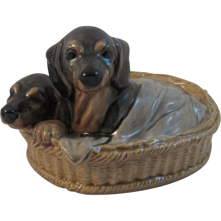 Dachshunds in a Basket Heredities England