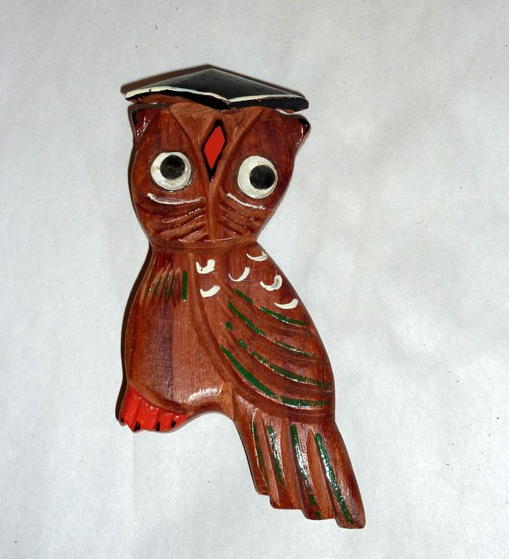 Large Charming Vintage 1940's Carved Wood Wise Owl with Hat Brooch / Pin