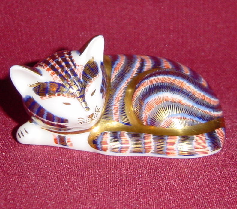 Royal Crown Derby Sleeping Kitten Imari Paperweight