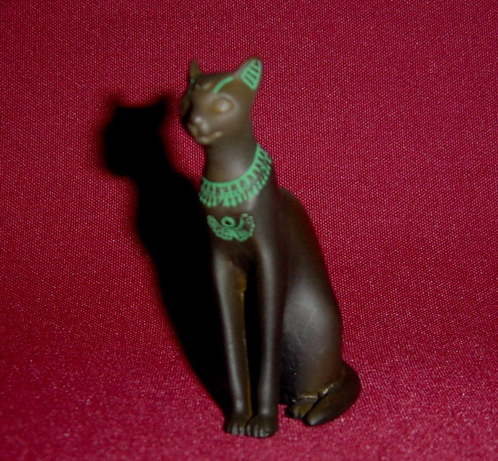 Franklin Mint Curio Cabinet Egyptian Cat from alleycatlane on Ruby ...