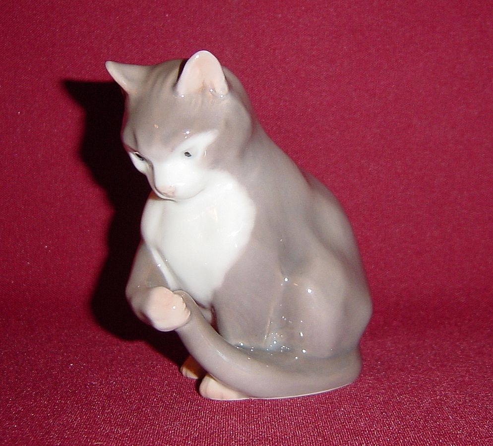 Bing and Grondahl Porcelain Kitten Sitting 1553