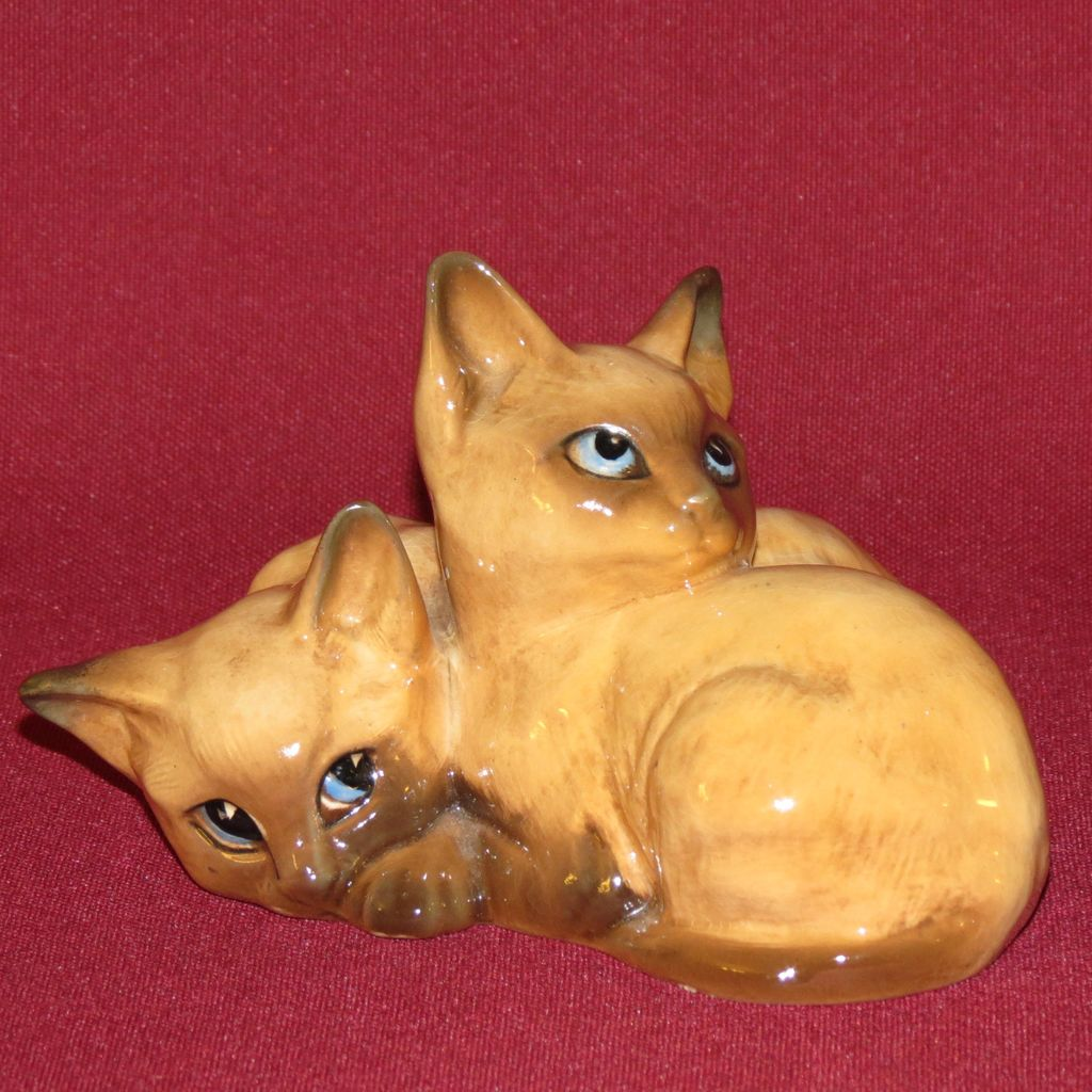 Beswick Chocolate Point Siamese Kittens Curled Together #1296