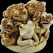Harmony Kingdom Puddle Huddle Small Treasure Jest Box Figurine with Toads