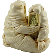 Harmony Kingdom Love Seat Small Treasure Jest Box Figurine with Walruses