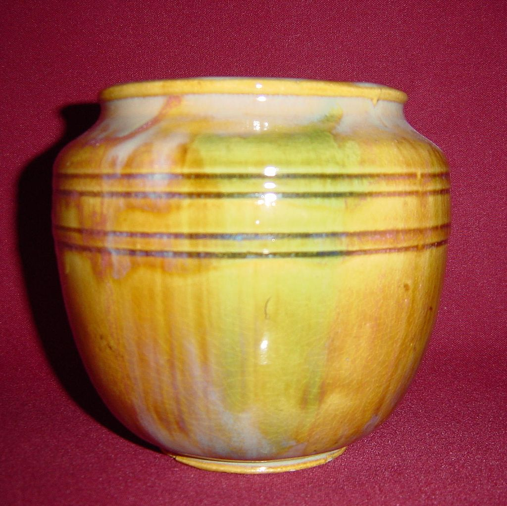 Early Hull Experimental Pottery Vase