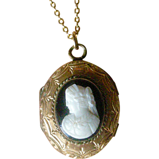 Fine Victorian Cameo Locket Pendent on Chain Beautifully Engraved 10K Yellow Gold