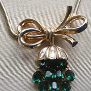 REDUCED! Awesome 1950's Trifari Necklace Dangling Green Rhinestone Pendent, Snake Like Chain