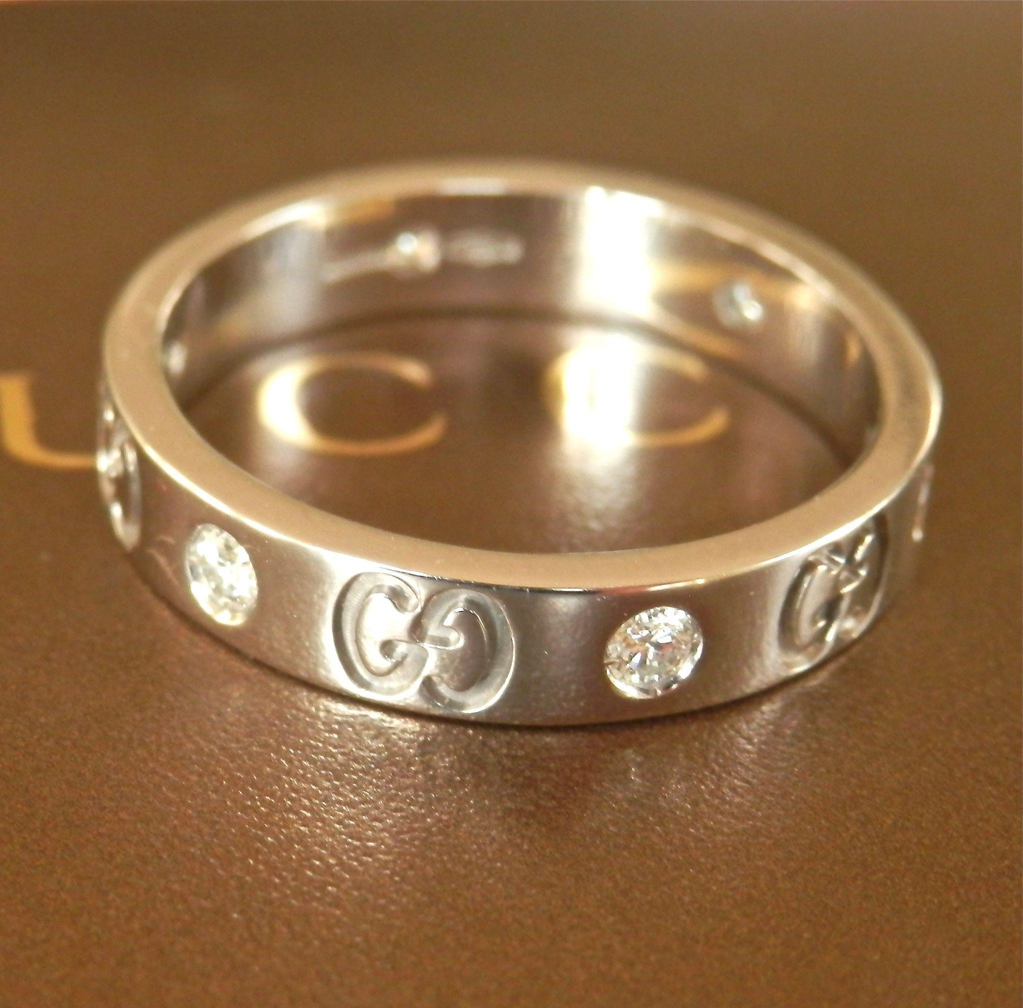 Beautiful Authentic 18K W/Gold GUCCI 6 Diamond Icon Band Ring