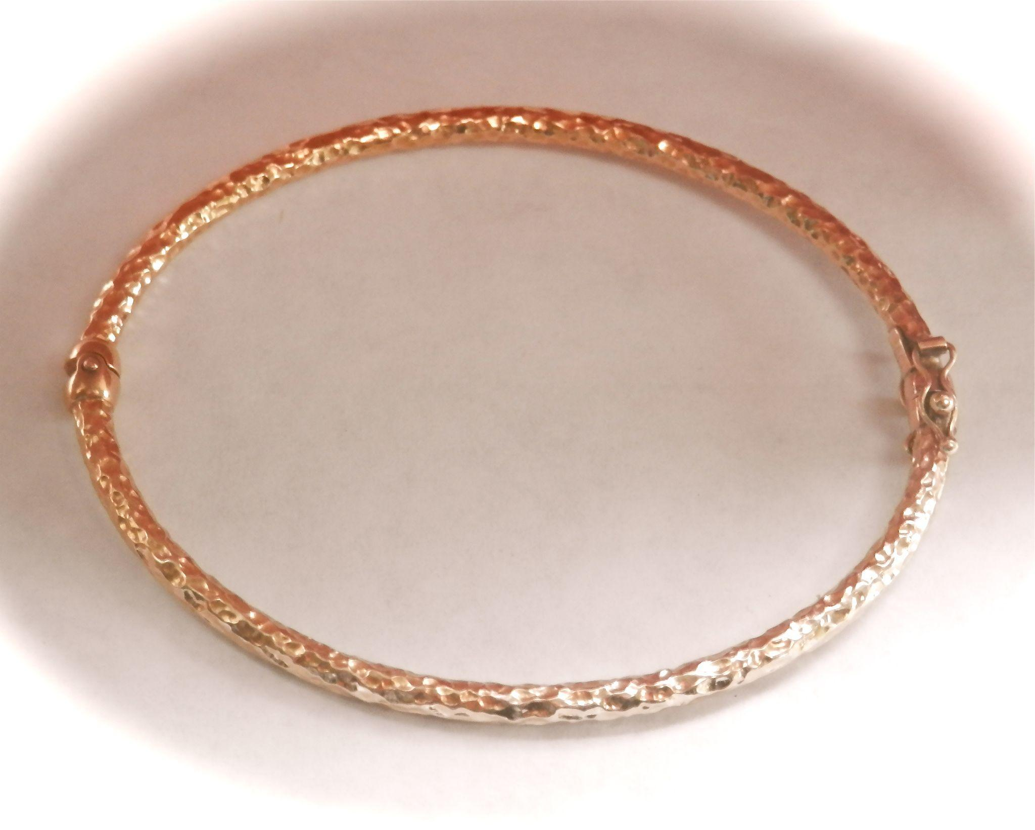 Lovely Textured 9K Y/Gold Hinged Bracelet Bangle