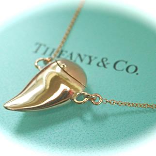 RARE Elsa Peretti for Tiffany & Co. 18K Y/Gold Shark Tooth Locket Pendant