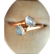 Terrific 14K Y/Gold Moonstone Bypass Vintage Ring