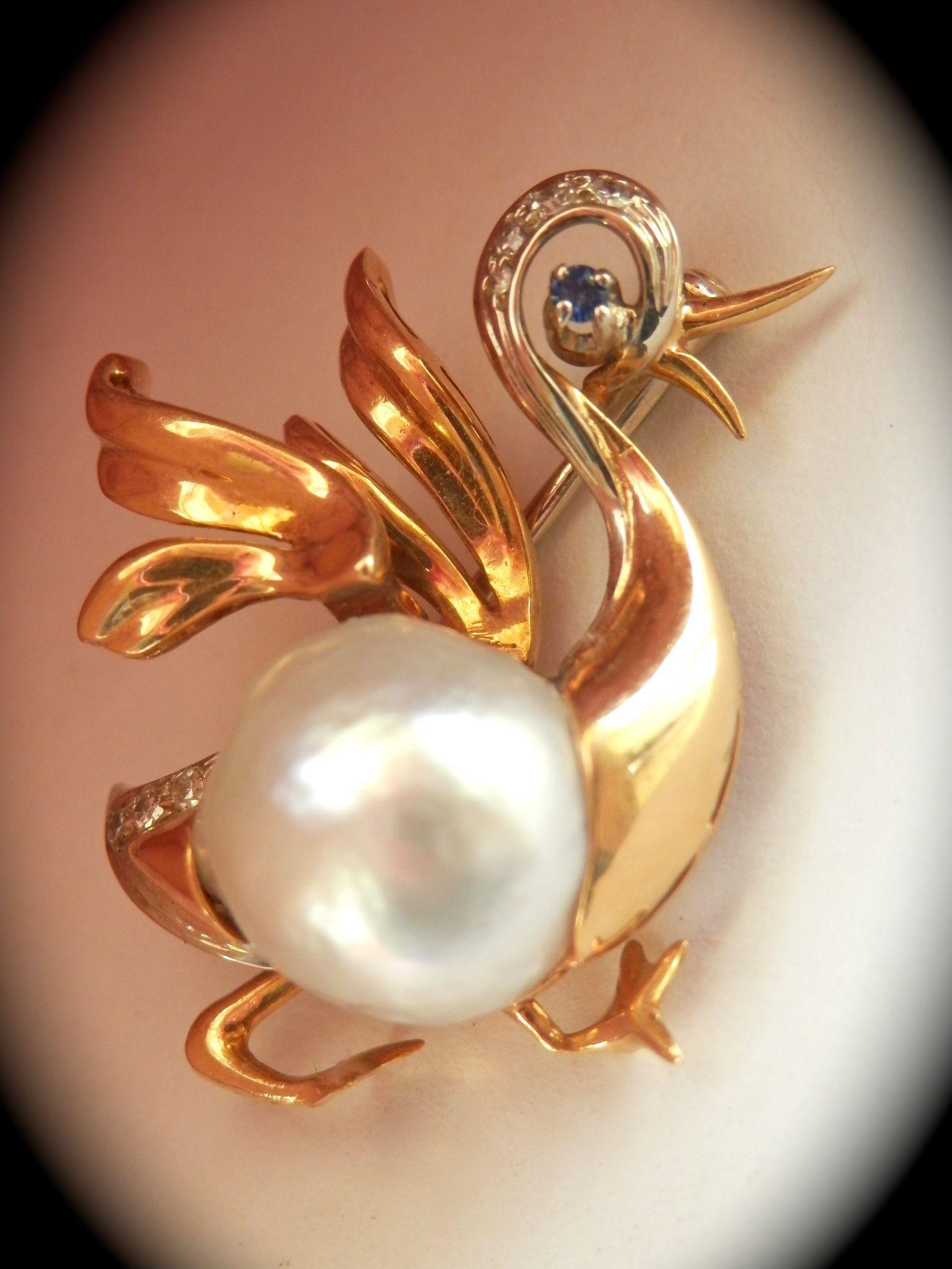 Beautiful Designer 18K Gold 13mm Semi-Baroque Pearl Sapphire Diamond Duck Pin Brooch
