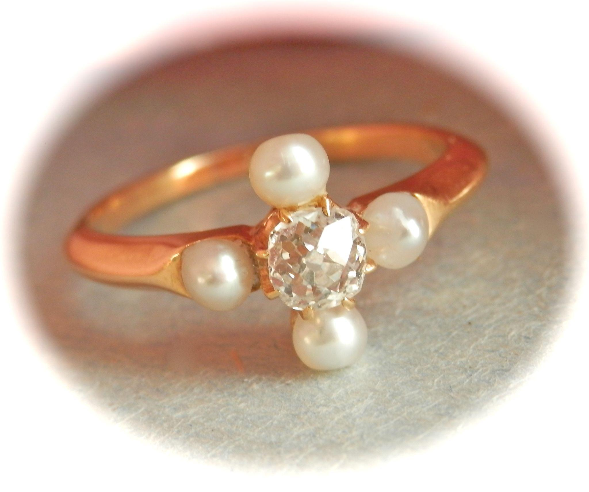Very Fine Victorian 18K Gold 0.35 ct. Diamond Natural Pearl Ring